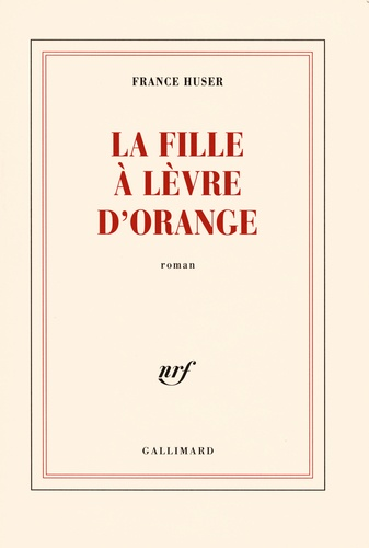 La fille à lèvre d'orange